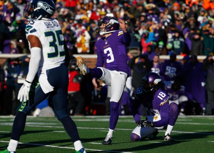 504359474-blair-walsh-of-the-minnesota-vikings-misses-a-27-yard.jpg.CROP.promo-xlarge2